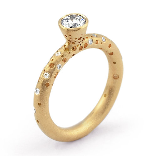 Bespoke handmade and contemporary 18ct yellow gold solitaire diamond engagement ring. By Kate Smith Jewellery, Birmingham