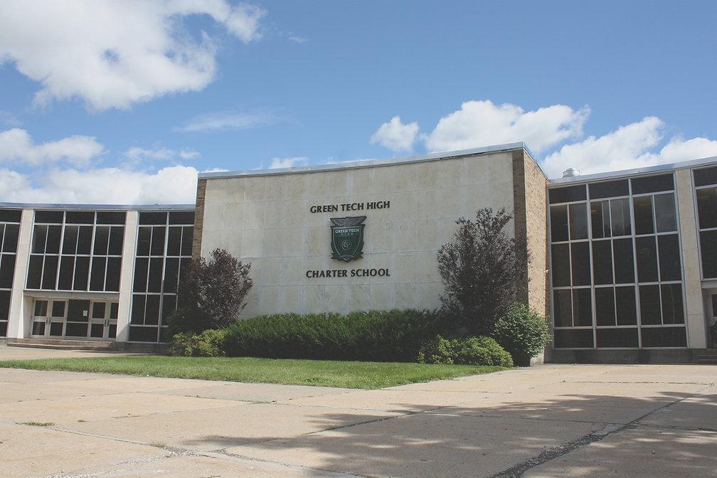 Green Tech School Front-digital prune ha