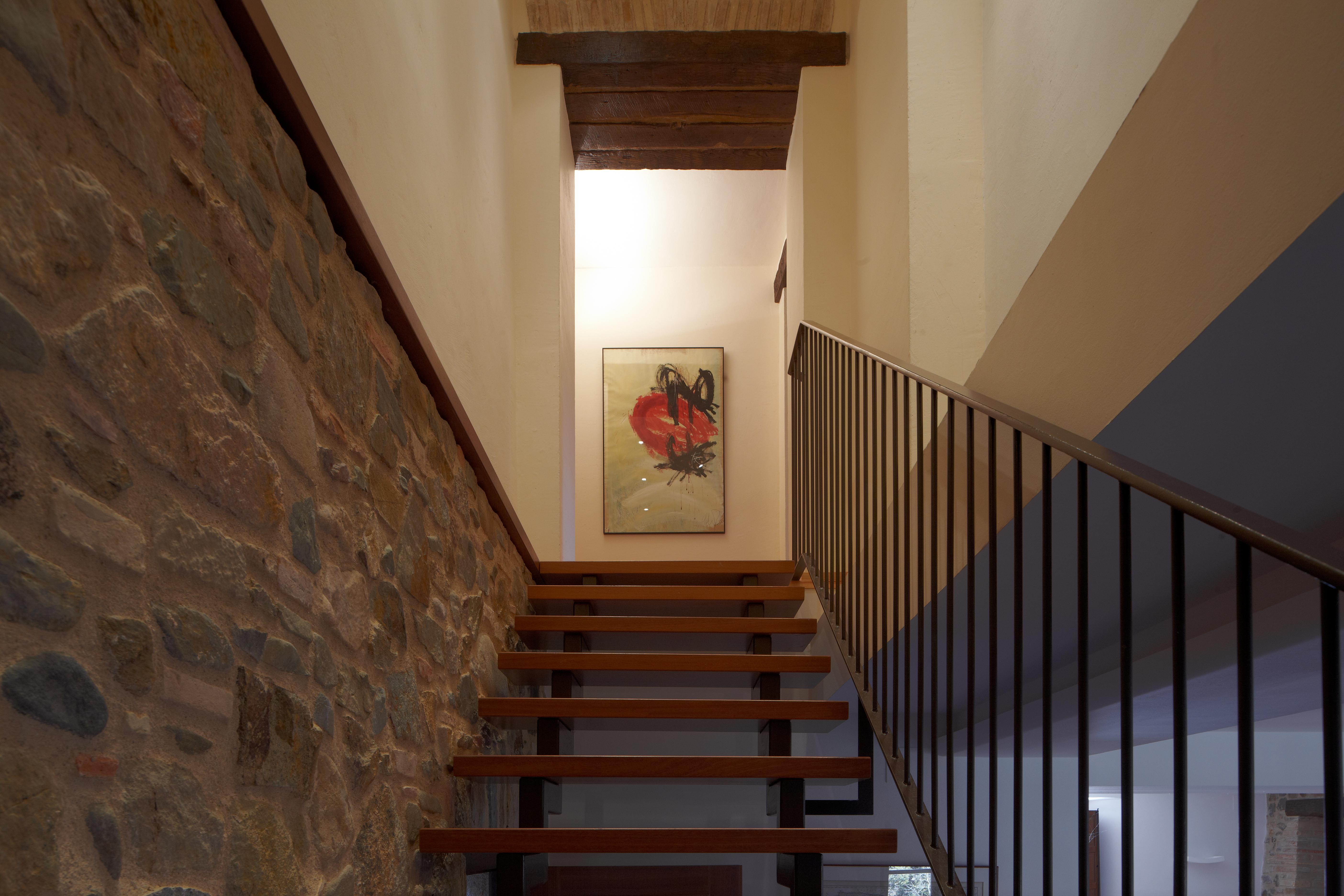 Escalera a Dormitorio 4