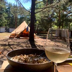 Na polu namiotowym