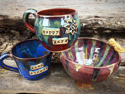 A couple new mugs and birdy bowl 😁🌼🌊love all the glaze combos at the minute 🎨