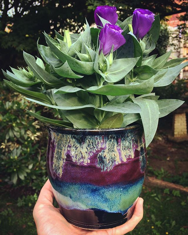 Love how the glazes have turned out on this pot 😍 popped some flowers in and it's a fab birthday pr
