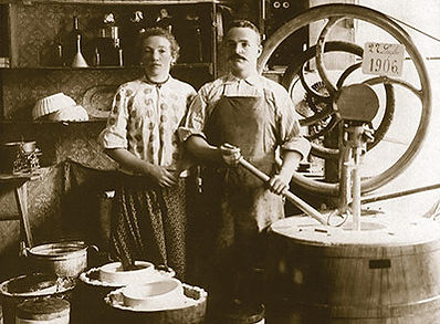 historical image of gelato makers circa 1880