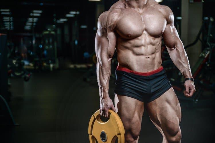 homem treinando para hipertrofia