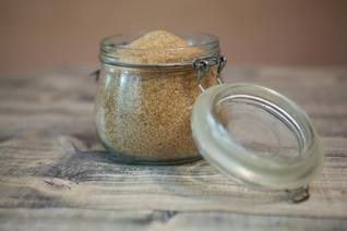 Azúcar blanca, panela o azúcar moreno