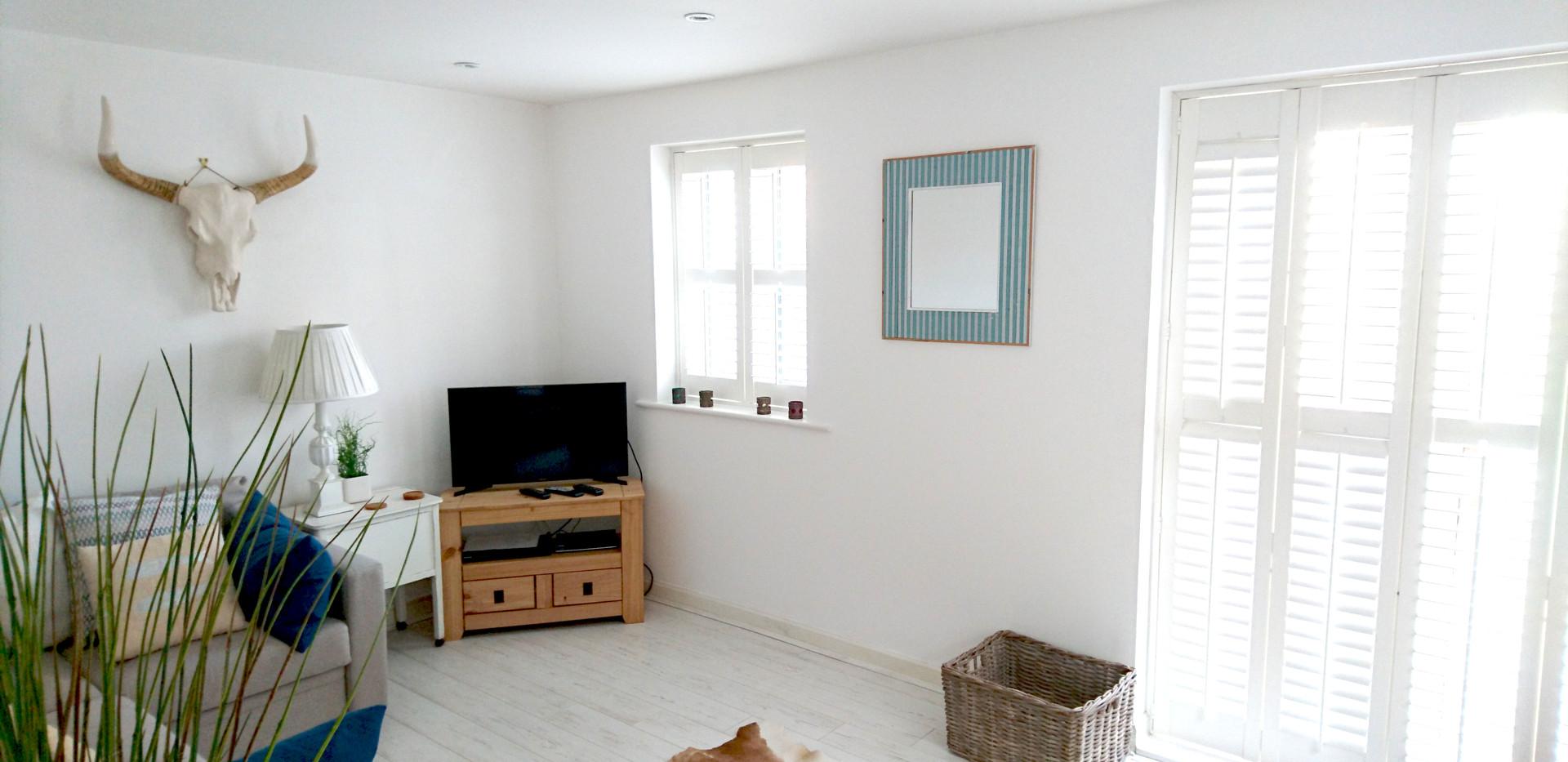 white painted interior decoration sitting room