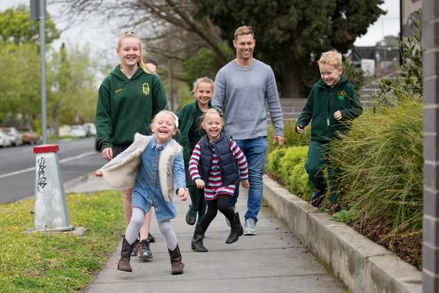 Sam-Mitchell-with-his-children-Emerson-Scarlette-Smith-and-Auburn-Primary-School-students.jpg