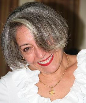 Elaine F. Martins é Alquimista - Coach e Terapeuta Integrativa com experiência de 25 em atendimentos, cursos e palestras.
