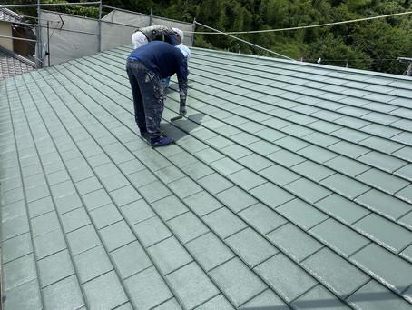 屋根・外壁塗装改修工事を行っております。