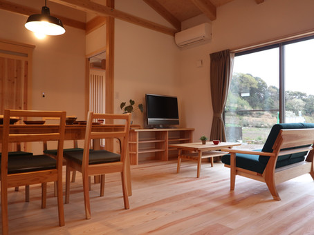 新作オリジナル家具「二人掛けソファ」を設置しました! 3/28.29・島田市大草地内「木の家」完成見学会場にて。