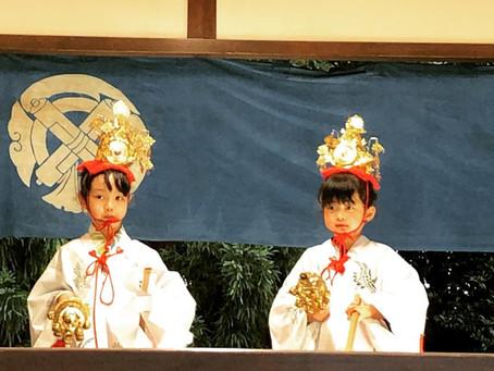 八雲神社例大祭/神楽殿の舞姫による奉納の舞