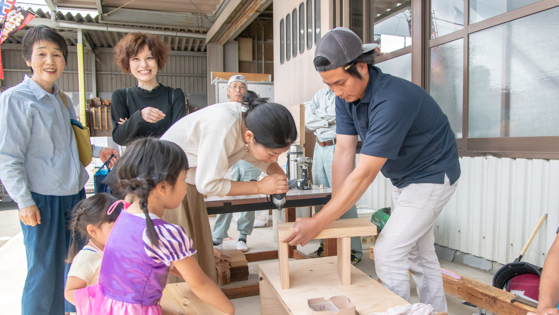 当社大工が講師をして行う木工体験。