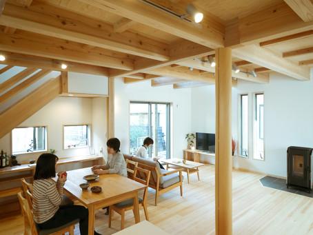 本日より二日間のみ開催!「木の家」完成見学会●ペレットストーブのある、ゆったりリビングの住まい。