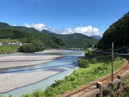 大井川の流れ/里山のスローな風景