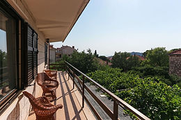Located near Old town of Dubrovnik, family owned Guest House Karolin provides rooms with air conditioning and free WiFi.