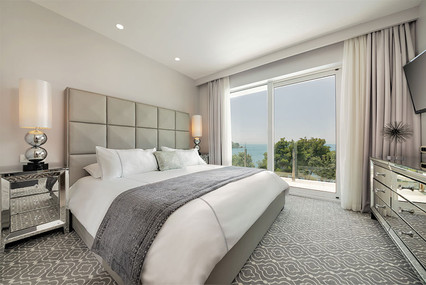 Royal-Palm_Luxury-King-Suite-Sea-View_be