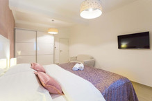 BoutiquePineTree_onebedroom (30).jpg