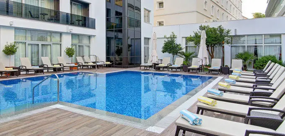 Hotel_Lero_Pool_Daytime.webp
