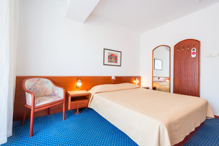 komodor-hotel-double-room.jpg