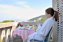 komodor-hotel-rooms-balcony-seaview-dubr