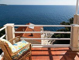 Set quietly by the sea and offering beautiful sea views, this apartment is just a 15-minute walk from the Old Town of Dubrovnik. It offers air-conditioned accommodation with balconies. The pebbly Bellevue Beach is only 200 meters away.