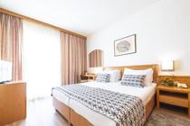 splendid-hotel-double-room-bedroom-dubro