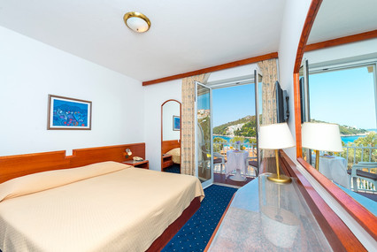 komodor-hotel-double-room-balcony-seavie