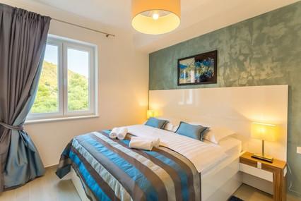 BoutiquePineTree_onebedroom (10).jpg