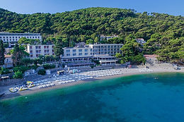 Hotel Vis invites you to relax and truly unwind your summer days on the sunny terrace or at the beach. Wake up with the amazing views across the turquoise water.
