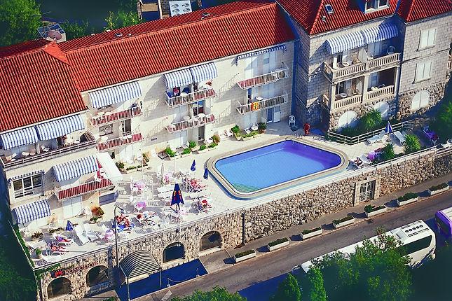 komodor-hotel-pool-birdview.jpg