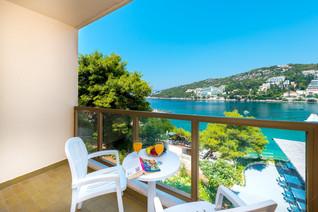 vis-hotel-room-balcony-seaview.jpg