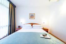 vis-hotel-dubrovnik-bedroom-detail.jpg