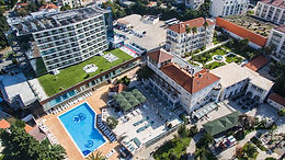The synergy of Mediterranean parks and Lapad pebble beach creates the perfect setting for relaxation, entertainment and business meetings, and guarantees a relaxing and perfect holiday.