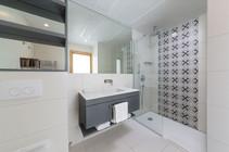 Hotel-Neptun_bathroom_shower-1.jpg