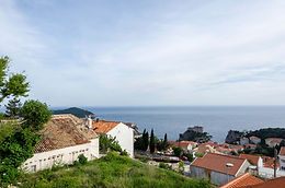Located near Old town the house enjoys beautiful sea view and view of Lovrijenac fortress which is historical monument on the entrance to the Old town Dubrovnik. It´s only a 10 min walk away. :)