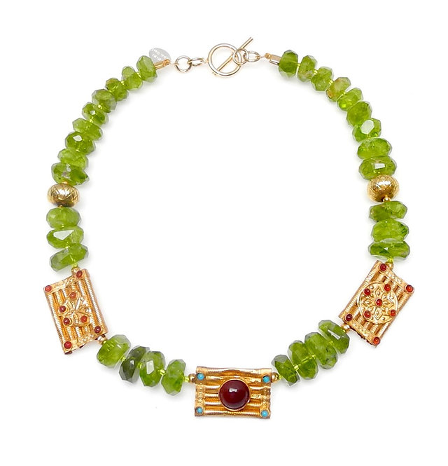 Eye Grabbing Peridot & Antique Gold Necklace