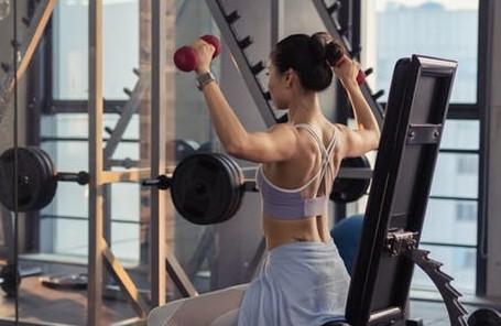 女性筋トレメニューの一週間3回の組み方(ダイエット向き)|自宅~ジムの全種目一覧