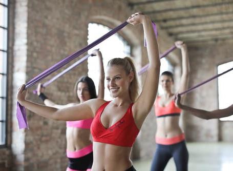 女性のチューブトレーニングメニュー|一週間のダイエットプログラム例
