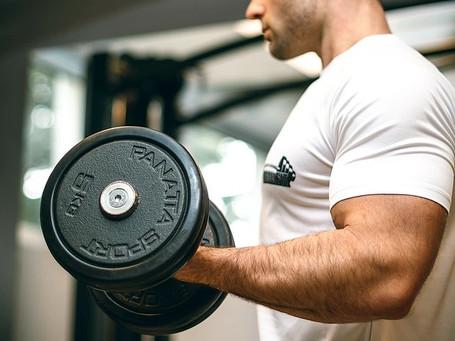 自宅ダンベル筋トレメニュー|筋肥大する一週間の組み方例