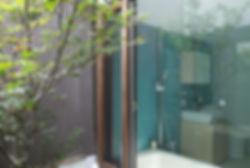 大心院の家 改装 リノベーション リフォーム 住宅 町家 2階建 木造 京都府 京都市 シンプル 和モダン 浴室 庭 ガラス