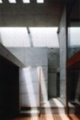EShouse-02 新築 住宅 2階建て RC コンクリート造 木造 大阪府 大阪市 シンプル モダン 天窓 トップライト デッキ 中庭