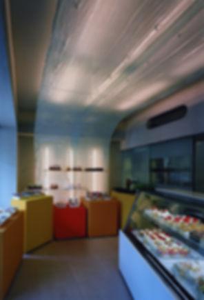 パティシエ TAKEMI 改装 リフォーム ケーキ屋 店舗 1階 RC コンクリート造 京都府 亀岡市 内観 シンプル
