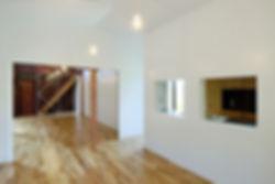 音羽の家 改装 建築家 リフォーム リノベーション 木造 住宅 2階建て 関西 滋賀県 蒲生郡 和モダン シンプル 古民家 倉庫 再生 2世帯住宅 シンプル 和モダン キッチン ダイニング リビング LDK リビング階段 白い壁 おしゃれな