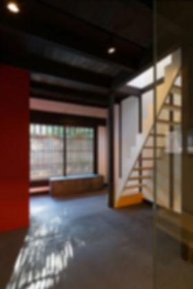 紫野の家 改装 リノベーション リフォーム 住宅 町家 2階建 木造 関西 京都府 京都市 シンプル 和モダン 土間 格子 光が差し込む 自然素材 おしゃれ 落ち着く ストリップ階段