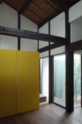 大心院の家 改装 リノベーション リフォーム 住宅 町家 2階建 木造 京都府 京都市 シンプル 和モダン リビング 梁 庭