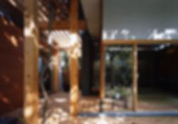 藤ノ木台の家 改装 リフォーム 住宅 1階 増築 RC コンクリート造 木造 関西 奈良県 奈良市 和モダン シンプル ナチュラル 庭 ウッドデッキ テラス 天井から光が差し込む 自然素材 無垢材 建築家