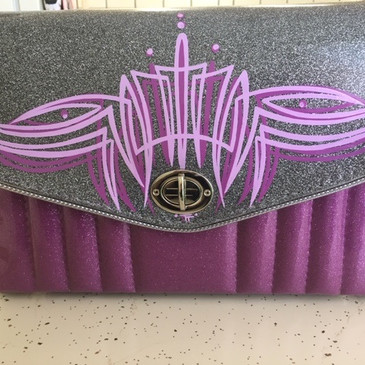 Monochromatic handbag