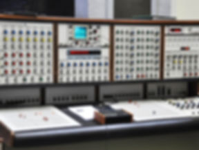 Synthi%20Front%20in%20Aula_edited.jpg