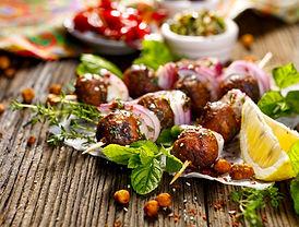 Kofta skewers, meatballs and red onion w