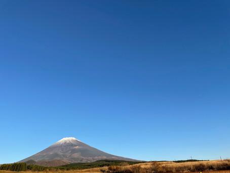 22日あいにくのお天気でしたので、星空観賞は中止となりました。とても残念でしたが、23日は快晴となりました。富士山頂に薄っすら雪が積もりました。
